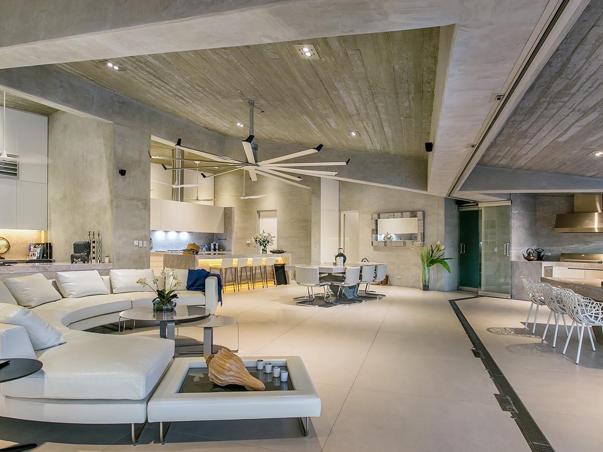 groot interieur met grote meubels